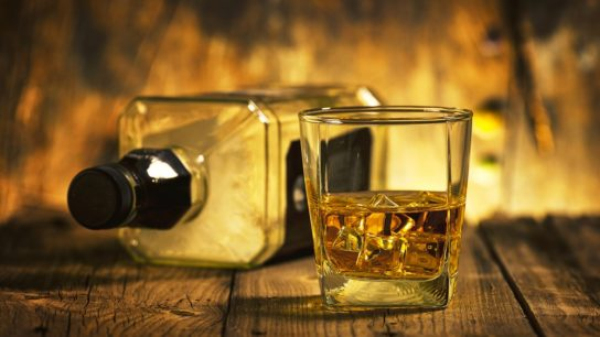 Whiskey-Alcohol_G_812994628